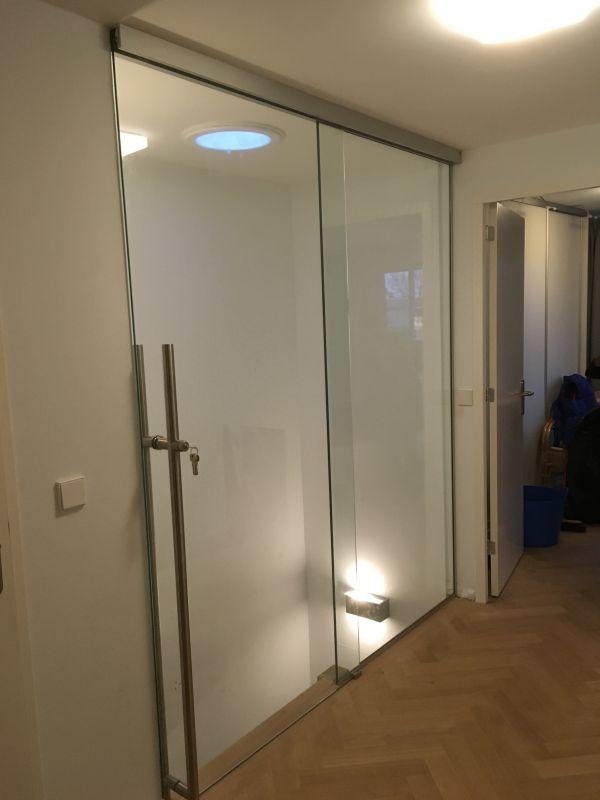 Nieuwe hardglazen schuifdeur Leusden Centrum