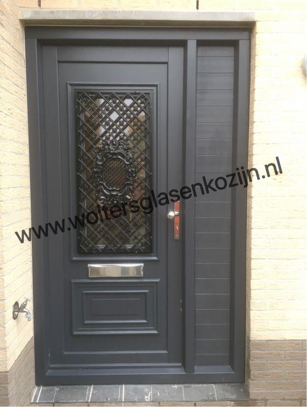 Luxe Gealan kunststof voordeurpui geleverd en geplaatst te Amersfoort.