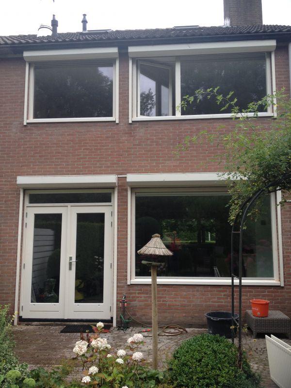 Aluminium kozijnen vervangen door hardhouten kozijnen te Huizen.